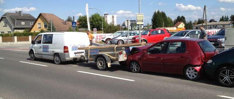 Fahrzeugbergung nach Verkehrsunfall auf der B1 Kreuzung Altmanngasse