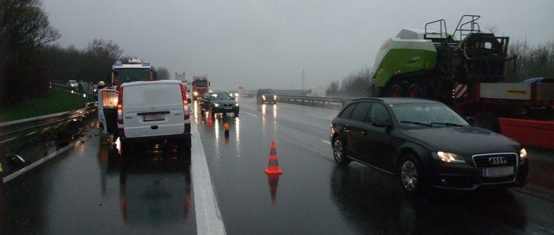 Fahrzeugbergung nach Verkehrsunfall auf der A1 Abfahrt S33