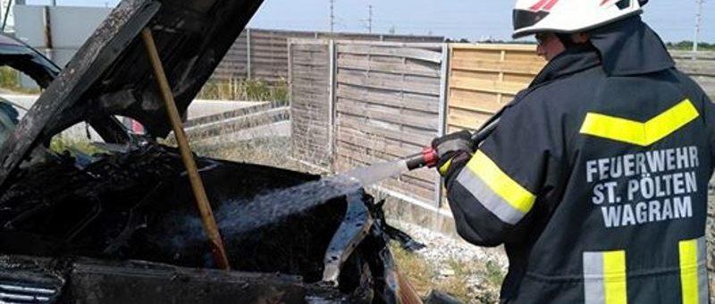 Dichter Brandrauch auf Autobahntankstelle in St. Pölten-Wagram