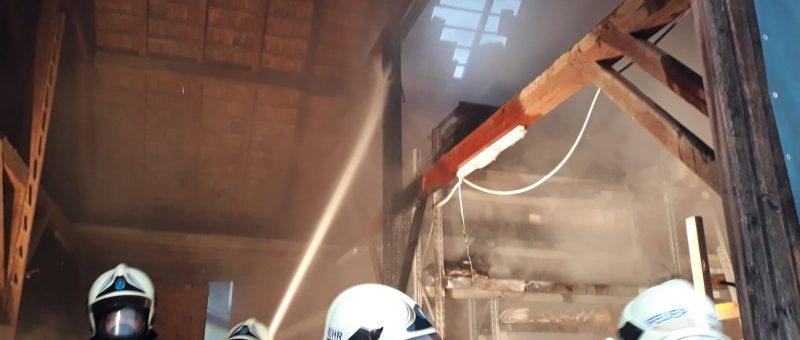 Von der Übung direkt zum Einsatz: Lagerhallenbrand in Ratzersdorf
