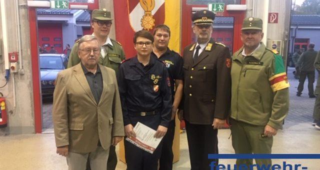 Dennis Wieland bestand erneut das Feuerwehrjugendleistungsabzeichen in Gold