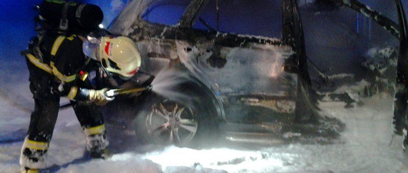 Fahrzeugbrand auf der S33 Abfahrtsrampe