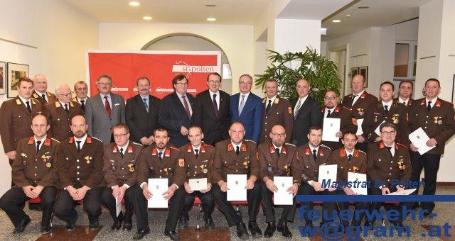 Vier Wagramer Feuerwehrmitglieder fÜr langjährige Tätigkeit geehrt