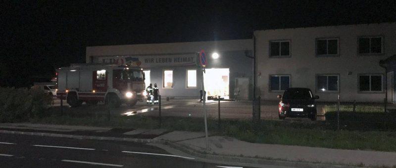 Brand in einer Lagerhalle nach mutmaßlichem Anschlag